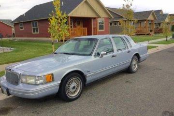 Junk Lincoln Town Car 1993 Photo
