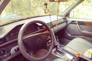 Mercedes-Benz 300-Class 1993 - Photo 3 of 5