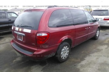 Junk Chrysler Town and Country 2001 [Photo|Photography|Image]
