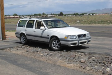 Junk Volvo V70 1998 Image