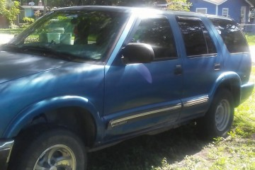 Junk Chevrolet Blazer 2001 Photo