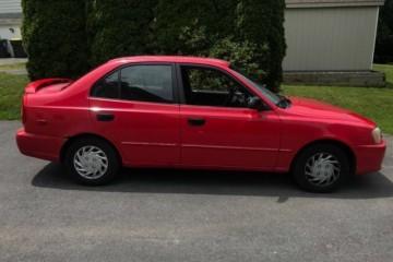 Hyundai Accent 2000 - Photo 1 of 5