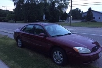 Junk Ford Taurus 2004 Photo