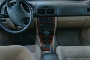 Subaru Forester 2000 - Photo 4 of 9