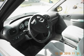 Dodge Grand Caravan 2004 - Photo 2 of 4