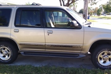 Ford Explorer 2001 - Photo 1 of 4
