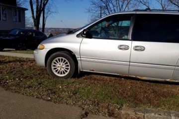 Chrysler Town and Country 1999 - Photo 3 of 11
