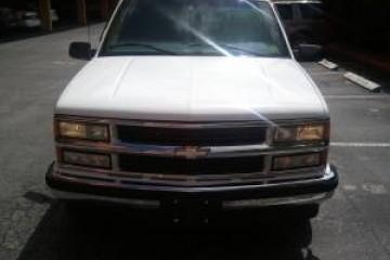 Chevrolet Suburban 1999 - Photo 3 of 3