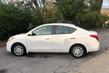 Nissan Versa 2012 - Photo 2 of 13