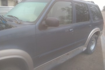 Ford Explorer 1999 - Photo 2 of 4