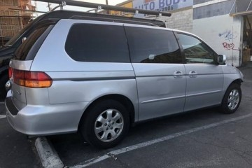 Honda Odyssey 2004 - Photo 2 of 6